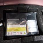 新型デミオのタイヤパンク応急修理キット